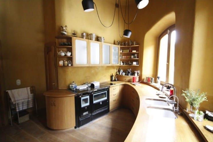 organická rodinná vila El Palol - interiér - kuchyně
