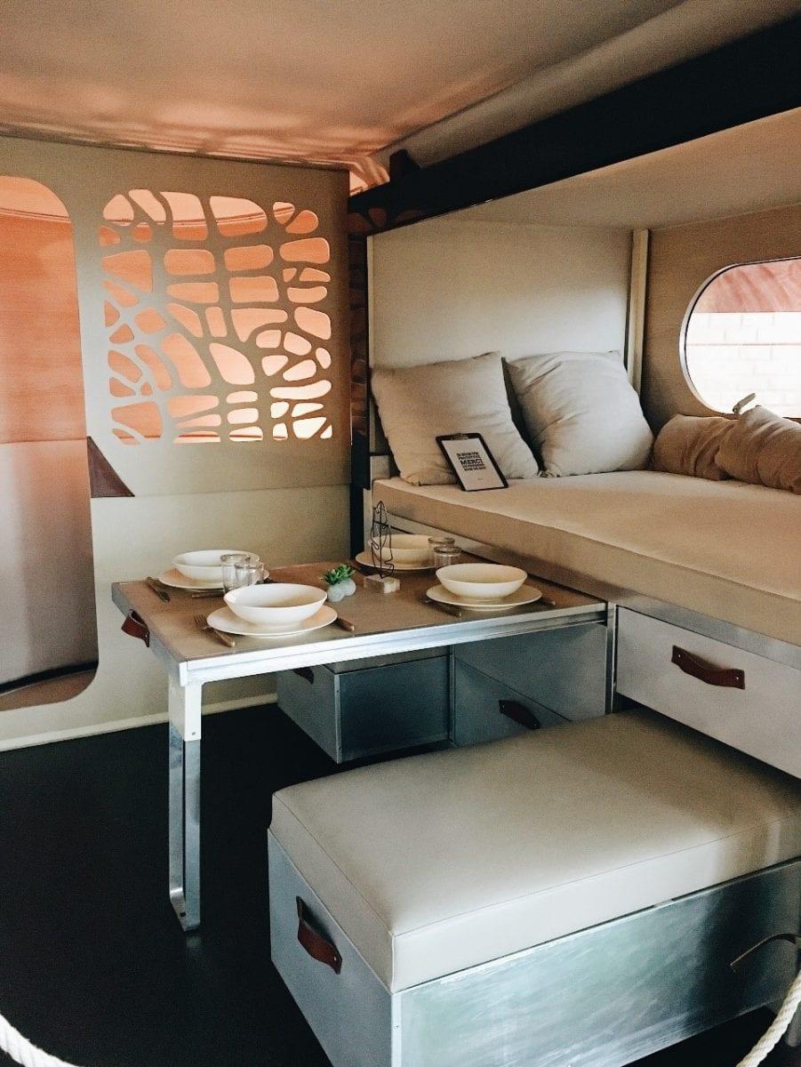 karavan - interiér
