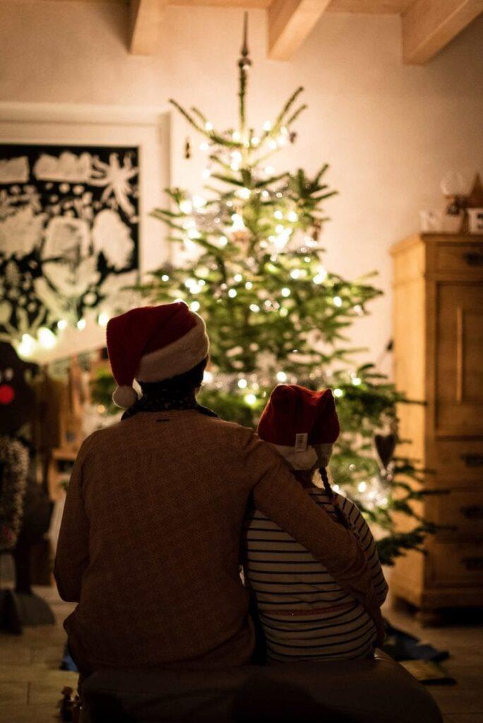 Ozdobte si vánoční stromeček stylově. Přizpůsobte ho interiéru.